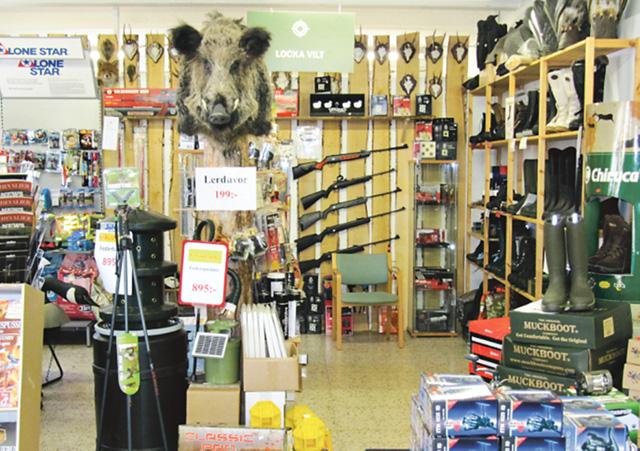 Vapen måste man fortfarande ta sig till en fysisk butik för att få köpa.