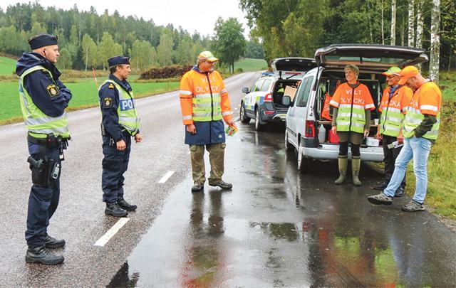 Från Närpolisområde Kusten gjordes körkorts- och nykterhetskontroll. Representanterna från Nationella Viltolycksrådet, NVR, Greger Rossander, Jeanette Nordgren, Sören Kjellgren och Lars Frejd, informerade om risken för viltolyckor.