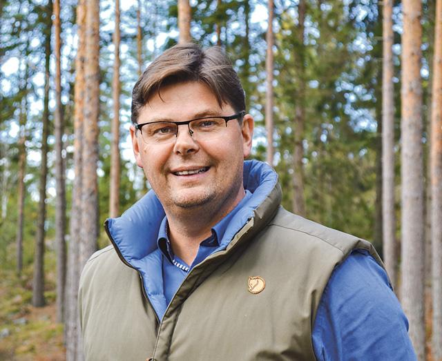 Älgen är den som får skulden för de uppmätta viltskadorna som gjorts men det är inte hela sanningen eftersom dov- och kronhjort äter samma föda som älgen, säger Stefan Åman, Finspång Södra älgskötselområde.