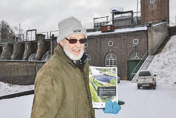 Med friare fiskvägar kommer Anders Rockler, här vid Svartåfors kraftverk, själv kunna erbjuda ett ännu bättre fiske för sina kunder.