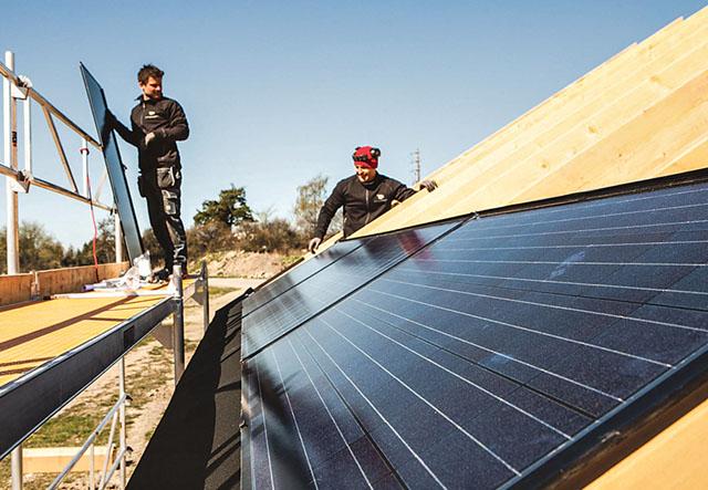 Fallande priser på solceller och möjligheten att sälja överskottselen är några av de bidragande orsakerna till att solelen ökar i Sverige.