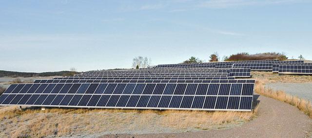 Östergötland största privatägda solcellspark på 2 000 kvm. Den producerar 330 000 KWh per år.