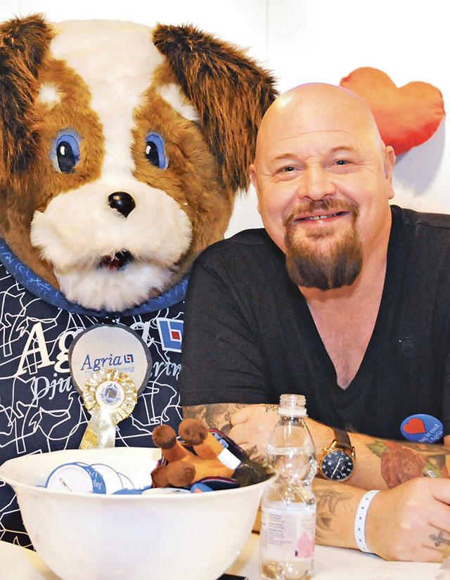 Den som tror att musik och idolletande är Anders Bagges största passion, har fel. Det som betyder mest för honom är alla hans djur.