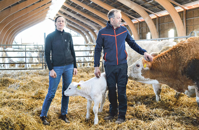 Sofia och Stefan har tagit fasta på att ekologiskt lantbruk är viktig del i miljöprogrammet och odlar allt ekologiskt.