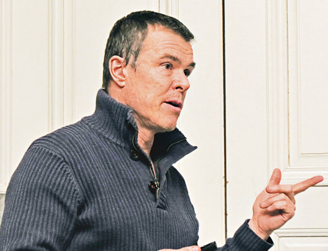 Björn Lindvall, chefsveterinär på Valla djursjukhus i Linköping, höll en intressant och matnyttig föreläsning om akutvård och skador på jakthundar.