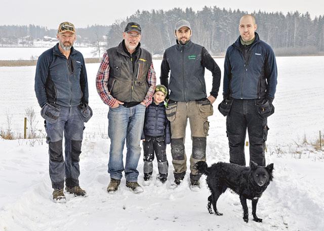 Herrarna i familjen Pettersson på Kolstorps lantbruk: Örjan, Leif, Tore (Davids son), David och Arvid.