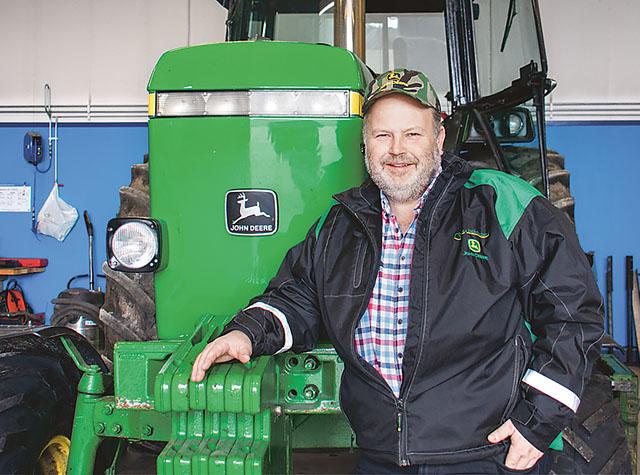 Nicklas Boqvists intresse för traktorpulling vaknade sent men nu bygger han en egen bana.