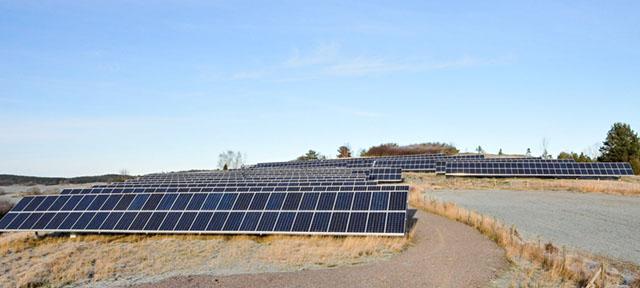 Gisselös solcells park är en av Sveriges största privatägda med sina 330 000 KWh om året.