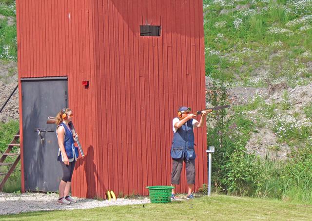 Det var hårt om tredjeplatsen i damernas skeet. Det blev särskjutning mellan Tove Olai och Inger Eriksson.