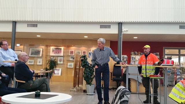 Lars Ericsson är samordnare för eftersök i södra delen av Forshaga kommun. Här informerar han om hur han arbetar på ett möte på Lärcenter.