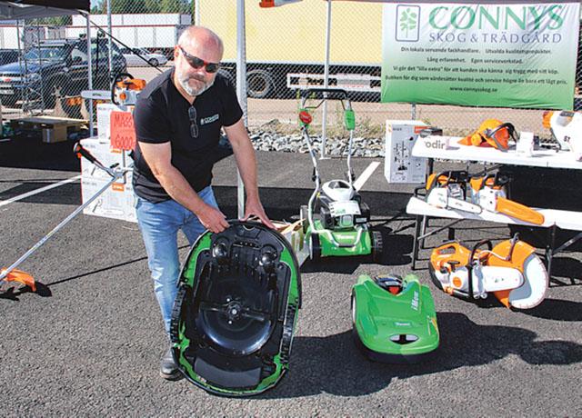 Conny Svärdvall visade hur en robotklippare fungerar.