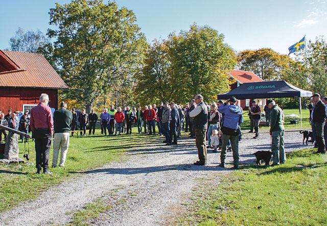 Södra samlar sina medlemmar för information och trevlig samvaro som här hos Bengt Olsson i Gullebo beläget i Gärdserums socken.