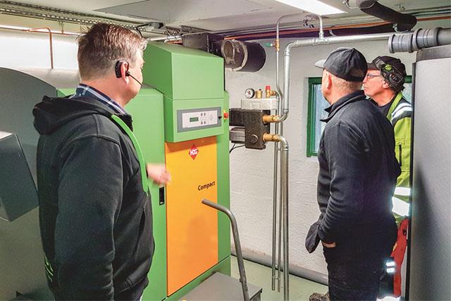 På besök hos kunden Magnus Larsson i Hammar och hans nyinstallerade panna HDG Bavaria Compact 65kW.