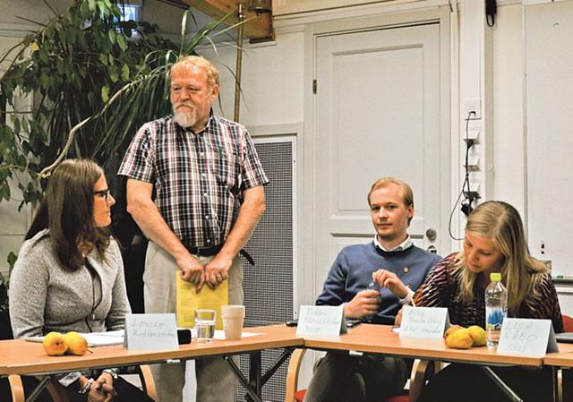 Louise Ridderström Alenbrand, verksamhetsledare för Östgötamat och kvällens moderator, Lars-Olof Johansson, verksamhetsansvarig Natur och kultur på Studieförbundet Vuxenskolan, Petter Nordström, Moderata Ungdomsförbundet och Elin Anderberg, LRF Ungdom.