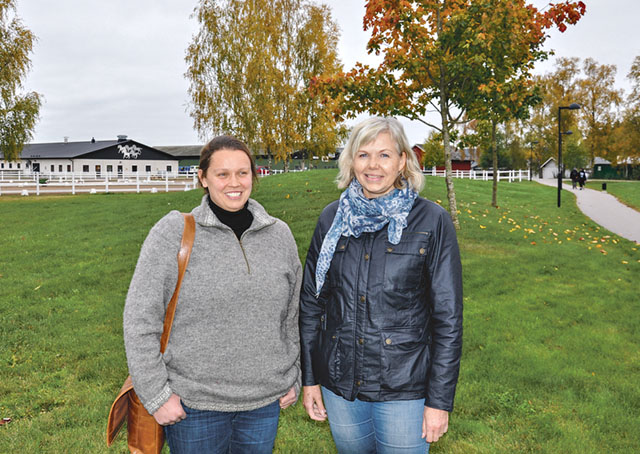 Åsa Rytthammar (till höger), enhetschef lantbruk, maskin och djur på Vretagymnasiet har bland andra trädgårdsutbildaren Birte Seiller till hjälp för planeringen av den nya utbildningen.