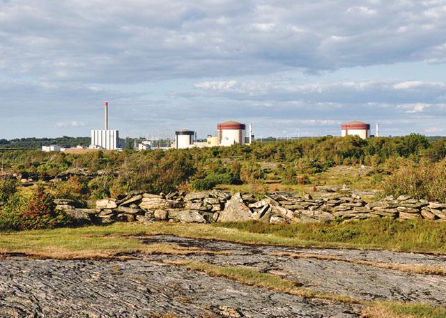 Vattenfall räknar med att när nödvändiga förbättringar och översyn gjorts så kommer en säkrare kärnkraft finns kvar i många år än.