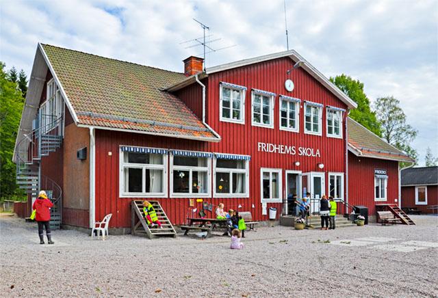 En härlig skolmiljö. Fridhems skola, med fokus på skog och natur, fyllde 100 år förra året.