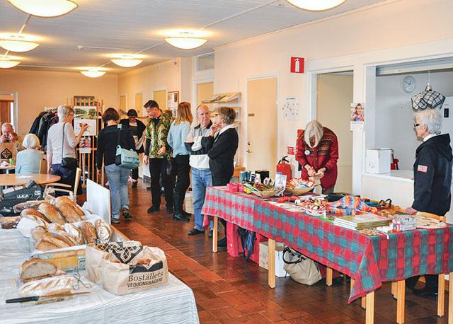 I Allhelgonakyrkans församlingssalar i Ljungsbro centrum hölls ännu en gång Rättvis marknad. Marknaden arrangeras av Vreta kloster församling i samarbete med Fair Trade Shop och IM Fairtrade i Linköping med flera.